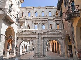Porta Borsari.jpg