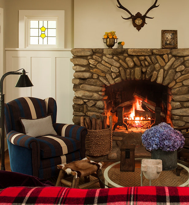 An adirondack style furnished living room with a fireplace