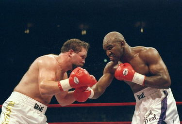Holyfield looked much bigger than Bobby Czyz