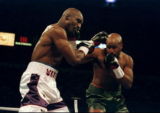 Moorer's right hand lead was an effective weapon