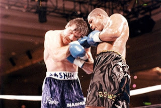 Bowe on his way to pounding out a victory over Pierre Coetzer to become No.1 WBA contender