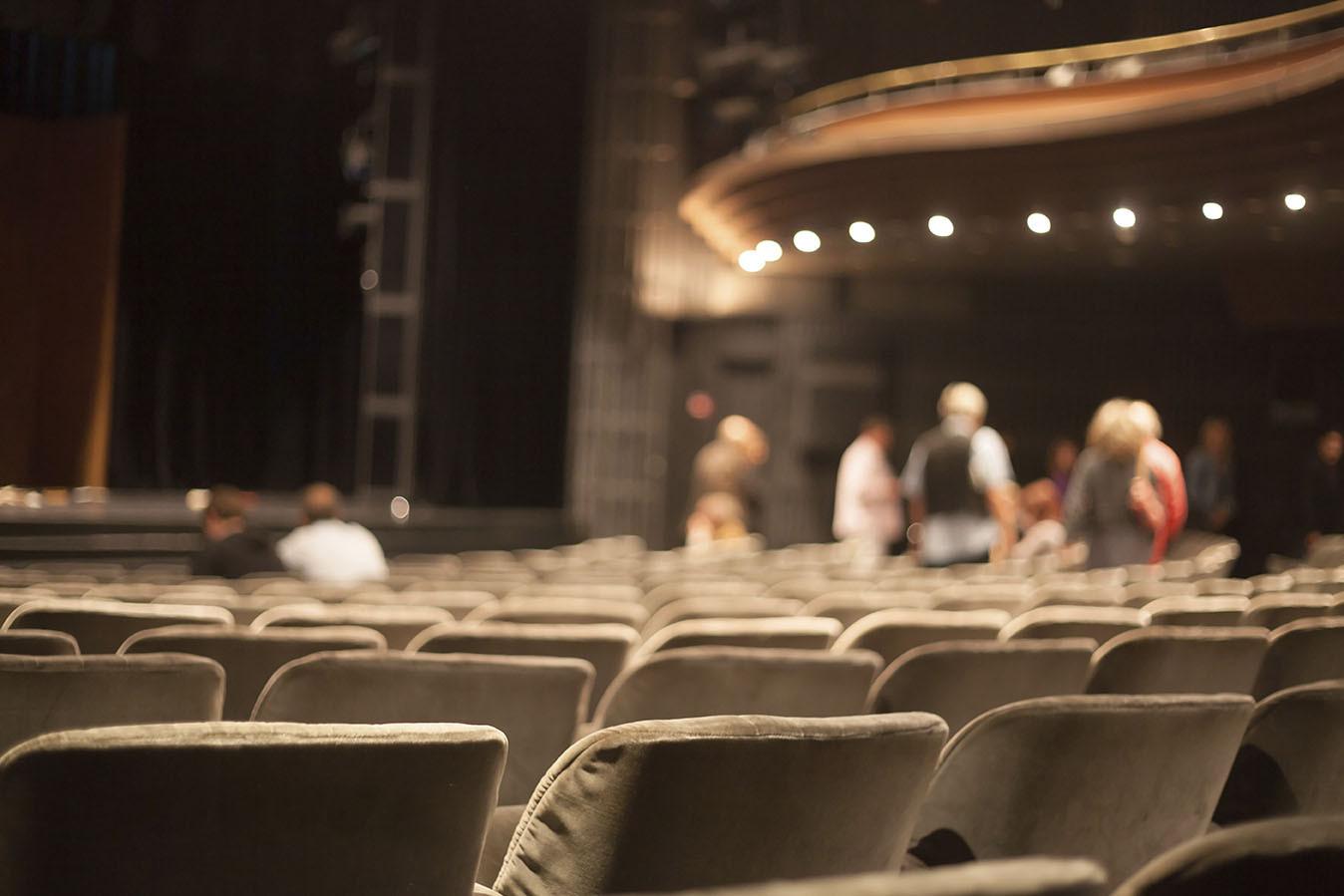 rencontre quelqu'un dans le théâtre application de rencontres totalement gratuit