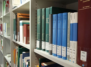 books-on-shelf-in-library-256374.jpg