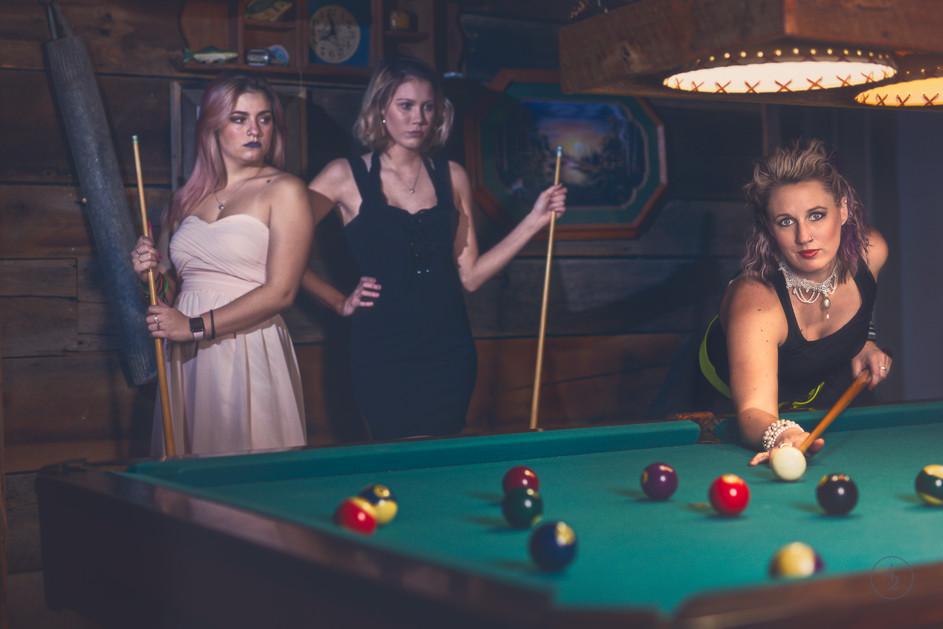 The-girls-of-fring-salon-photograph