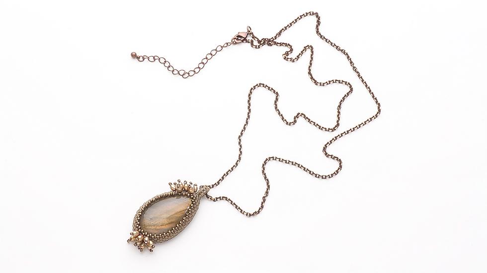 ラブラドライト(茶系)のネックレス