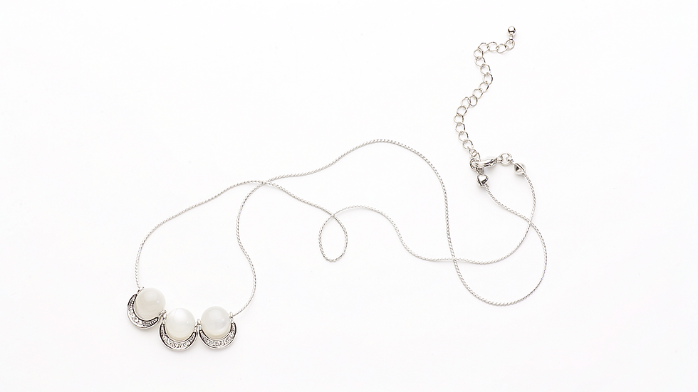 ムーンストーン(3粒)のネックレス