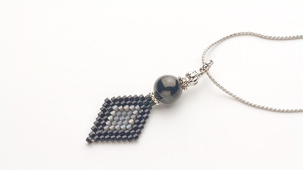 ジェット(黒玉)のネックレス