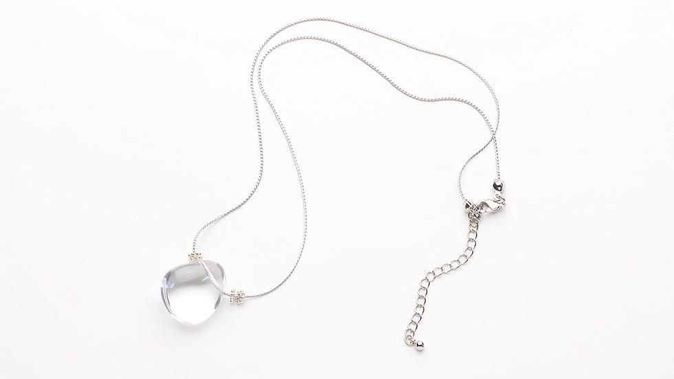 水晶のネックレス