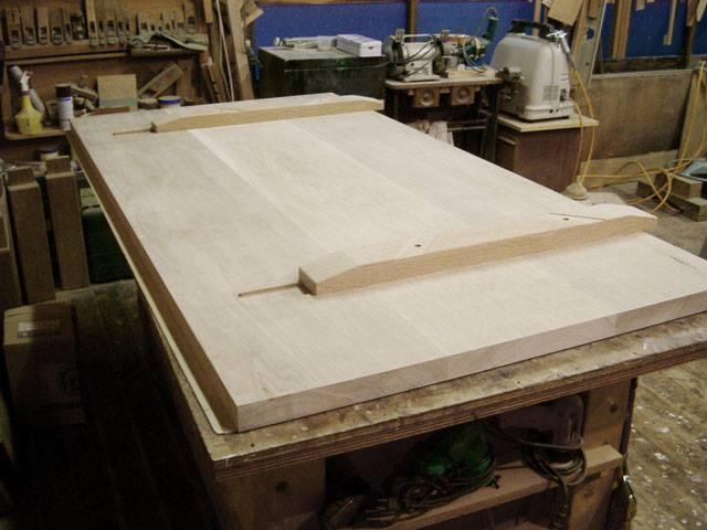 テーブルトップ下の吸付き桟加工