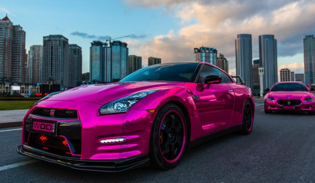 Pink chrome carwrap