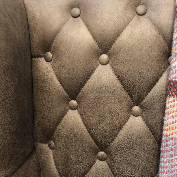 Button & stitching detail