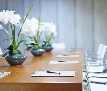 corporate-flower-arangement-on-a-meeting