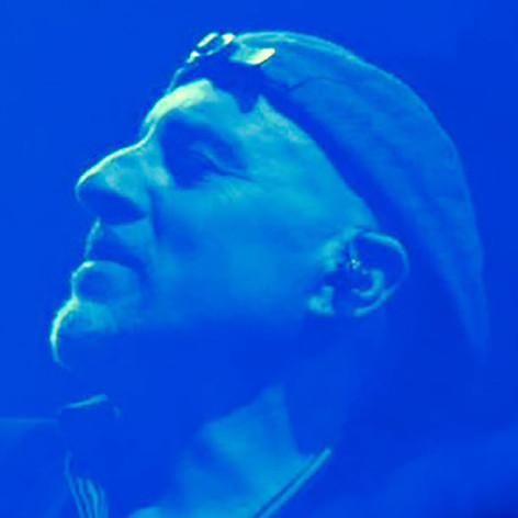 Roberto-Vally-Blue.jpg