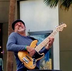 Roberto-Vally-Bass-2.jpg