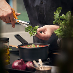 Fiskars_Cooking_Action_Hard_Face_Saucepa
