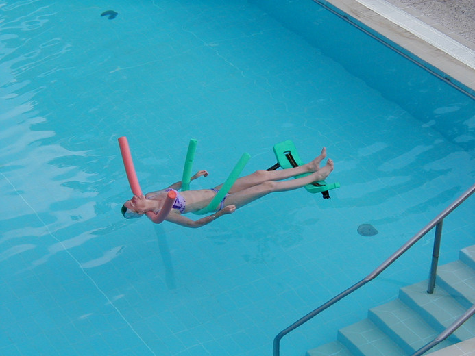 Annameke, WQ'ing in the pool
