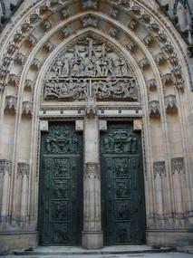 Praha Castle: church doors