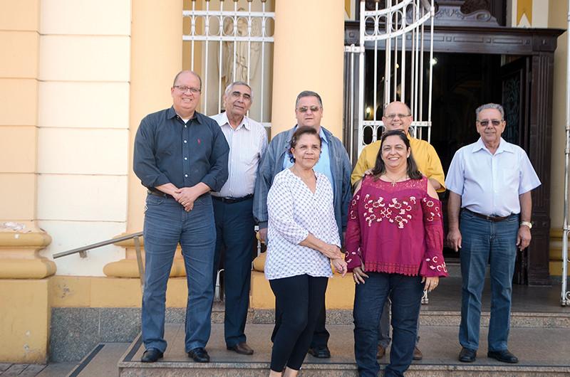 Buck, João Freh, Padre Raphael, João Francisco, Chico, Cidinha e Adriana integram a comissão organizadora da Festa do Divino 2017 (Foto: Diego Rodrigues)
