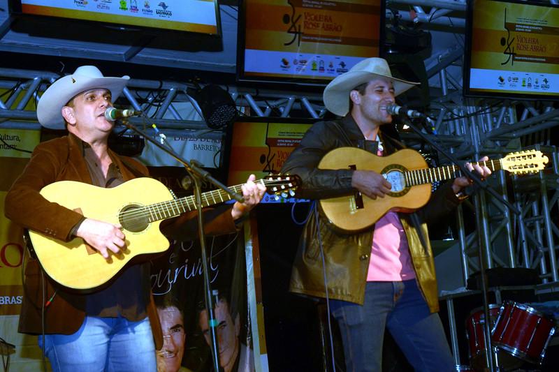 A dupla Célio & Leandro, de Jaú, venceu a Violeira Rose Abrão. (Foto: Aquino José)