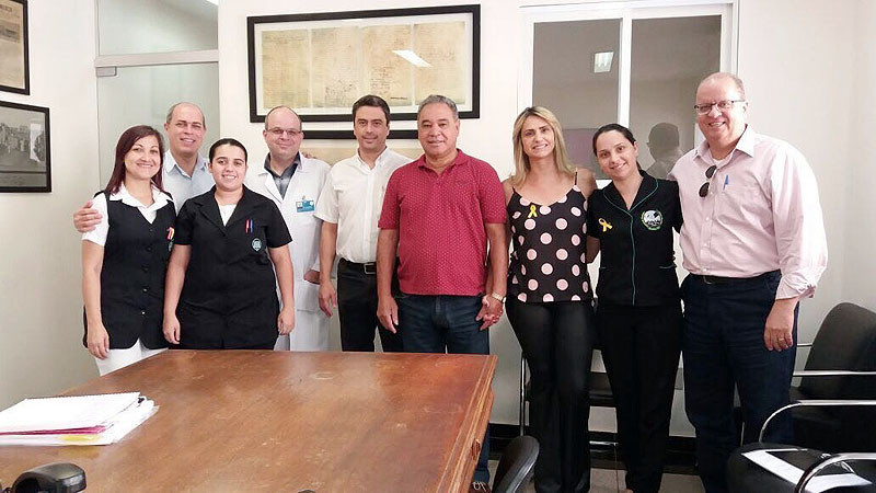 O presidente do sindicato dos servidores municipais, João Roberto dos Santos (ao centro), acompanhado de diretores do sindicato e do Assistência Médica