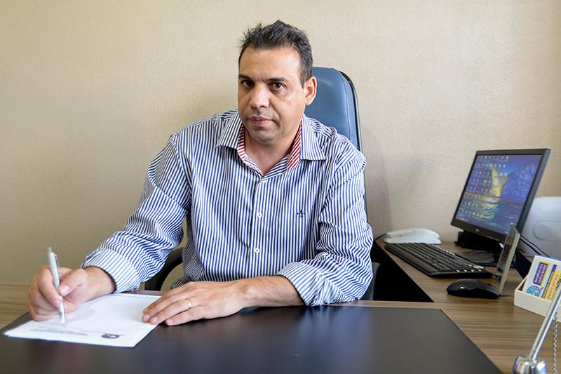 Presidente Ivair Oliveira destaca que as inscrições são recebidas no sindicato. (Foto: André Monteiro)