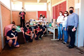Fundo Social recebe doação de alimentos das ordens DeMolay e Arco-Íris