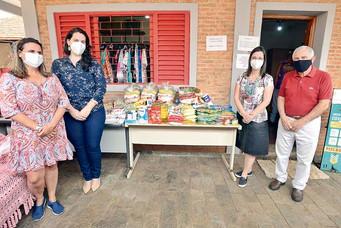 Parceria entre Sesc e Senac doa cestas básicas ao Fundo Social de Barretos