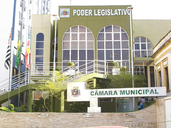 Nove assessores parlamentares sem nível superior foram exonerados pela Câmara