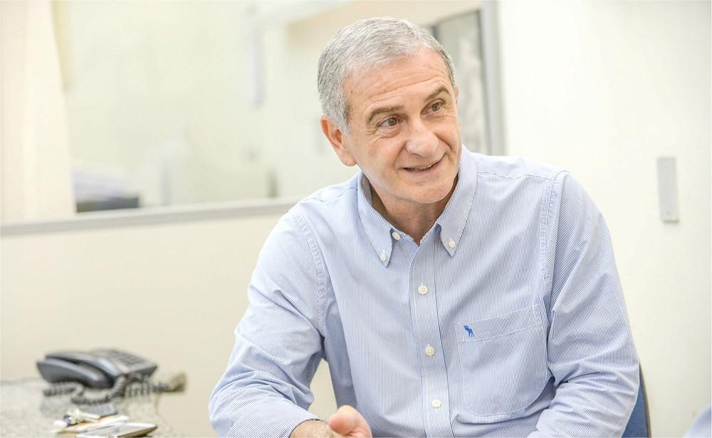Roberto Arutim espera aquecimento das vendas neste final de semana. (Foto: Guilherme Soares)