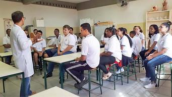 """Alunos da Escola """"Embaixador Macedo Soares"""" superam a meta de aprendizagem estabelecida pelo Estado"""