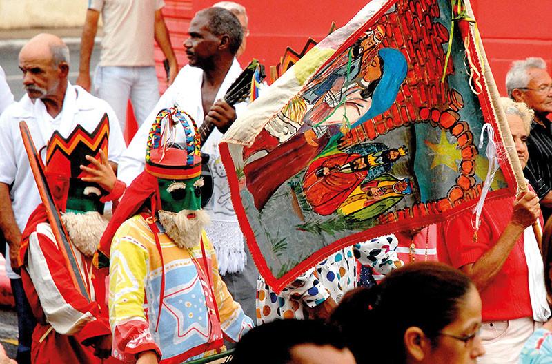 Companhia de Reis durante procissão em Barretos (Foto: Aquino José)