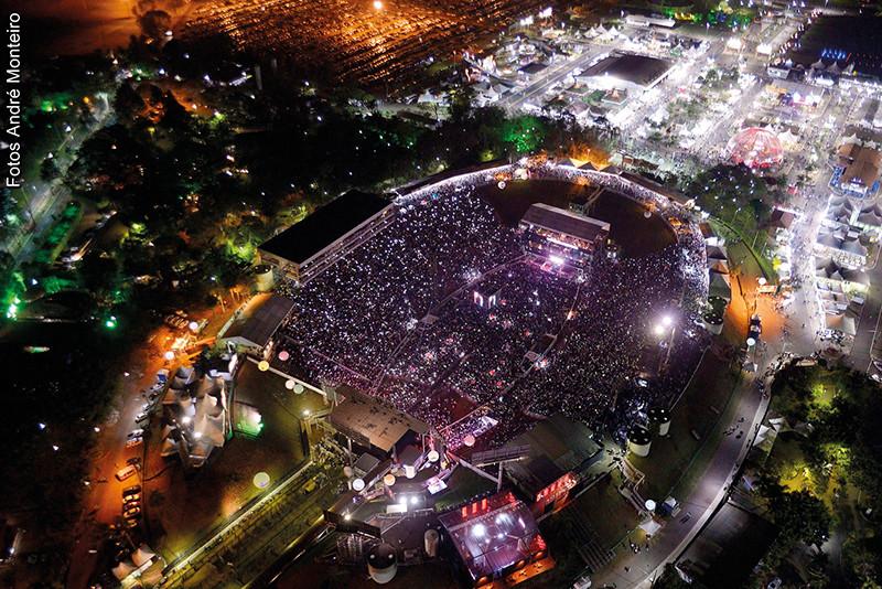 Estádio de Rodeio do Parque do Peão em show do primeiro  final de semana da festa no ano passado (Foto: André Monteiro)