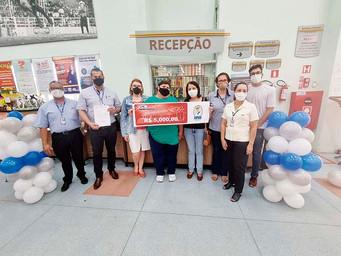 APAE recebe nova doação em sorteio de promoção de supermercado