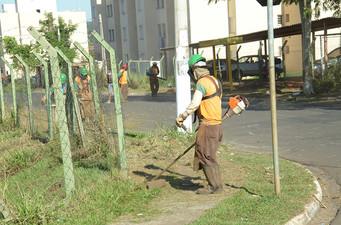 Iniciada a ação de limpeza no conjunto Luís Spina