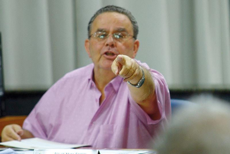 Otávio Garcia aponta que venceu o prazo de cessão do Estádio Fortaleza ao BEC. (Foto: Aquino José)