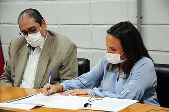 Prefeita e superintendente do SAAE Barretos assinam ordem de serviço para a construção de novo reser