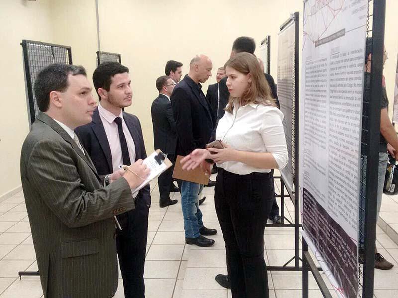 Apresentação de trabalhos durante Jornada Jurídica do Unifeb (Foto: Arquivo/Divulgação)