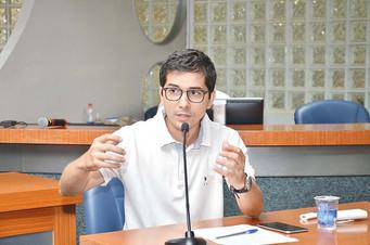 Dutra pede construção  de praças em três bairros