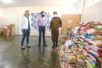 """""""Barretos que Alimenta"""" arrecada oito toneladas de alimentos para FSS"""
