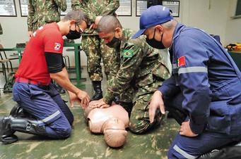 Defesa Civil ministrou curso de primeiros socorros para atiradores do TG de Barretos