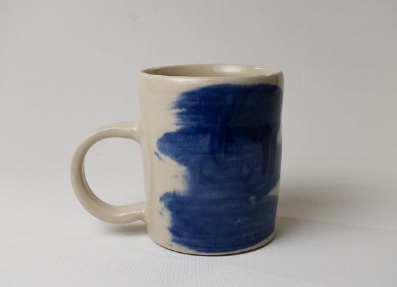Kopp med blå penseldrag