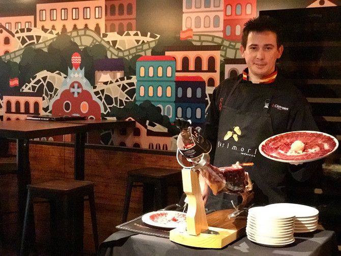 Meet one of nine master cortador champions in the world from Spain, José Manuel Hidalgo
