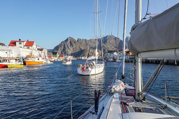 Henningsvær Lofoten seiling.jpg