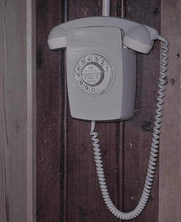 Telefon_edited.jpg