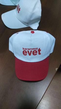 referandum şapkası