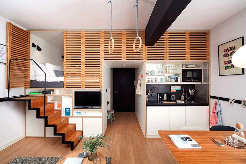 Loft contemporâneo com madeira e escada