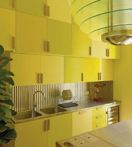Cozinha amarela monocromática