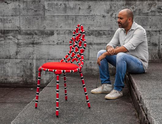 Cadeira coral, design assinado de Sérgio Mattos.