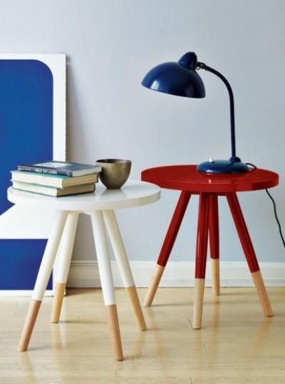 Mesas branca e vermelha com dipped painting.