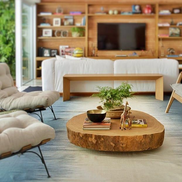 Modelo de mesa de centro rústico para composição do living.